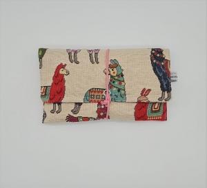 Universaltäschchen , Etui, Clutch, mit Lamas,  zum Aufbewahren vielerlei Dinge mit Gummikordel zu verschließen, handmade by la piccola Antonella - Handarbeit kaufen
