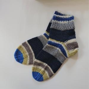 Gestrickte dickere  Socken aus 6-fach Sockenwolle mit kurzen Schaft -  Gr. 38/39 , handgestrickt von  la piccola Antonella - Handarbeit kaufen