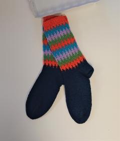 Gestrickte Socken mit bunten Einstrickmuster in Fairisle Technik  in  Gr. 40/41  , handgestrickt by la piccola Antonella - Handarbeit kaufen