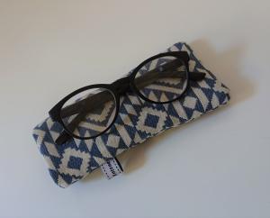 Brillenetui genäht in blau Ethno Design , Handmade by la piccola Antonella - Handarbeit kaufen