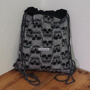 Turnbeutel in schwarz mit Totenköpfen , Skulls , Handmade by la piccola Antonella - Handarbeit kaufen