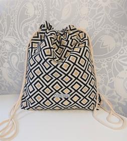 Turnbeutel in weiß / schwarz / gold mit quadratischen Motiven , Handmade by la piccola Antonella - Handarbeit kaufen