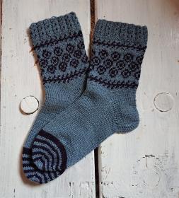 Gestrickte Socken in blau mit Glitzer Ornamenten in Fairisle Technik und Zopfmuster Bündchen  in  Gr. 36/37 , handgestrickt by la piccola Antonella