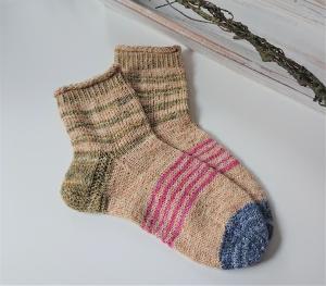 Gestrickte bunte Socken in beige grün rosa blau , Stricksocken, Kuschelsocken in der  Gr. 38/39 , handgestrickt von la piccola Antonella