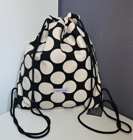 Turnbeutel in schwarz mit Dots in naturweiß , Handmade by la piccola Antonella - Handarbeit kaufen