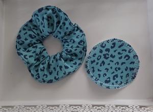Scrunchy  Scrunchies , Haargummi aus  Baumwolle mit Leo Print in türkis, tragbar auch als Armband , inkl.  1 Kosmetikpad, Handmade by la piccola Antonella - Handarbeit kaufen