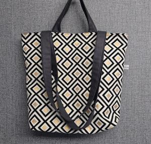 Einfacher Shopper, Henkeltasche mit graphischen Muster in schwarz gold , Einkaufstasche, Beutel , Handmade by la piccola Antonella