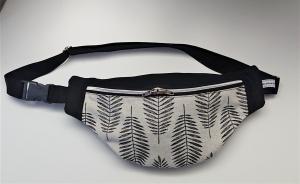 Bauchtasche Hüfttasche in schwarz und Blätterdesign mit leichtem Silberglanz  , tragbar auch als Crossbag, Umhängetasche, handmade by la piccola Antonella - Handarbeit kaufen