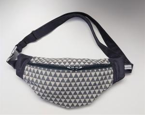 Bauchtasche Hüfttasche mit Dreiecken in grau , tragbar auch als Crossbag, Umhängetasche, handmade by la piccola Antonella - Handarbeit kaufen