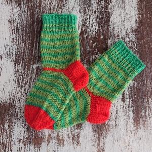 Gestrickte Socken für Kinder in grün orange, Stricksocken gestreift, Kuschelsocken, Gr. 22/23, handgestrickt von la piccola Antonella - Handarbeit kaufen