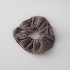 Scrunchy in beige aus Baumwollsamt , für Zopf und Dutt Frisuren, tragbar auch als Armband , Handmade by la piccola Antonella - Handarbeit kaufen
