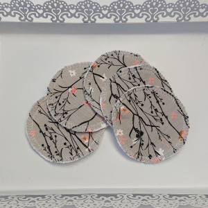 Kosmetikpads , Abschminkpads aus Baumwolle in grau mit Blumen Motiv, waschbar - wiederverwendbar , Set mit  5 Stück in 8 cm, handmade by la piccola Antonella - Handarbeit kaufen