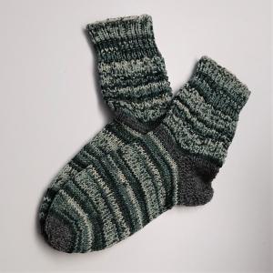 Gestrickte Socken in grau schwarz weiß, Gr. 36/37 aus 6 fädiger Sockenwolle, Wollsocken, Kuschelsocken, handgestrickt von la piccola Antonella
