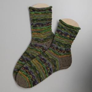 Gestrickte Socken in grün gelb lila beige, Gr. 40/41 aus 6 fädiger Sockenwolle, Wollsocken, Kuschelsocken, handgestrickt von la piccola Antonella   - Handarbeit kaufen