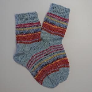 Gestrickte bunte dicke Socken, Gr. 38/39 aus 8 fädiger Sockenwolle, Wollsocken, Kuschelsocken, handgestrickt von la piccola Antonella   - Handarbeit kaufen