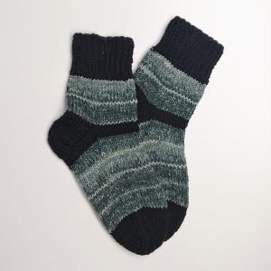 Gestrickte dicke Socken in grau schwarz, Gr. 36/37 aus 8 fädiger Sockenwolle, Wollsocken, Kuschelsocken, handgestrickt von la piccola Antonella  - Handarbeit kaufen