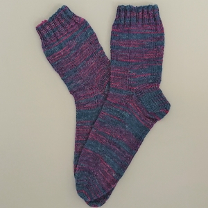 Gestrickte Socken in grau rosa, Gr. 40/41, Wollsocken, Kuschelsocken, handgestrickt, la piccola Antonella