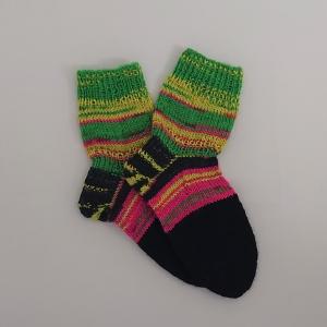 Gestrickte Socken in neon Verlaufsfarben, Gr. 36/37 aus 6 fädiger Sockenwolle, Wollsocken, Kuschelsocken, handgestrickt von la piccola Antonella  - Handarbeit kaufen