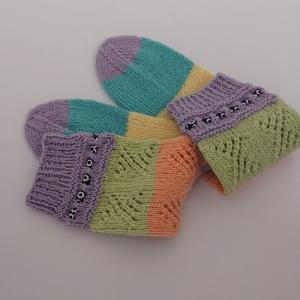 Gestrickte bunte Socken mit Lochmuster, Gr. 38/39 aus 6 fädiger Sockenwolle, Wollsocken, Kuschelsocken, handgestrickt von la piccola Antonella   - Handarbeit kaufen