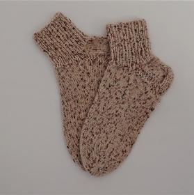 Gestrickte Socken mit kurzen Schaft in beige, Gr. 38/39 aus 6 fädiger Sockenwolle, Wollsocken, Kuschelsocken, handgestrickt von la piccola Antonella  - Handarbeit kaufen