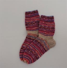 Gestrickte bunte Socken, Gr. 38/39 aus 6 fädiger Sockenwolle, Wollsocken, Kuschelsocken, handgestrickt von la piccola Antonella  - Handarbeit kaufen