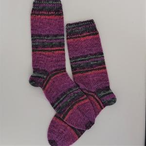 Gestrickte bunte Socken mit Glitzer, Gr. 40/41, Wollsocken, Kuschelsocken, handgestrickt von la piccola Antonella - Handarbeit kaufen