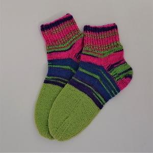 Gestrickte dickere Socken in neon, Gr. 42/43 aus 6 fädiger Sockenwolle, Wollsocken, Kuschelsocken, handgestrickt von la piccola Antonella  - Handarbeit kaufen