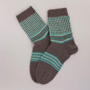 Gestrickte dickere Socken, Gr. 42/43 aus 6 fädiger Sockenwolle, Wollsocken, Kuschelsocken, handgestrickt von la piccola Antonella  - Handarbeit kaufen