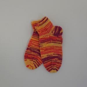 Gestrickte dickere Socken für Kinder, Gr. 32/33 aus 6 fach Sockenwolle, Wollsocken, Kuschelsocken, handgestrickt von la piccola Antonella  - Handarbeit kaufen