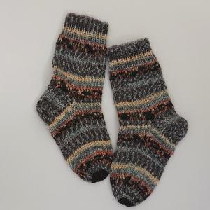 Gestrickte dickere Socken für Kinder, Gr. 32/33 aus 8 fach Sockenwolle, Wollsocken, Kuschelsocken, handgestrickt von la piccola Antonella  - Handarbeit kaufen