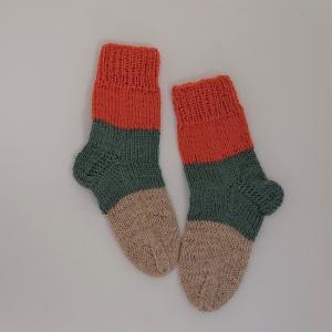 Gestrickte dickere Socken für Kinder, Gr. 30/31 aus 6 fach Sockenwolle, Wollsocken, Kuschelsocken, handgestrickt von la piccola Antonella  - Handarbeit kaufen