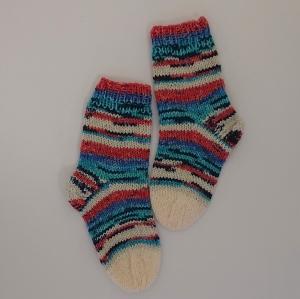 Gestrickte dickere Socken für Kinder, Gr. 28/29 aus 6 fach Sockenwolle, Wollsocken, Kuschelsocken, handgestrickt von la piccola Antonella   - Handarbeit kaufen