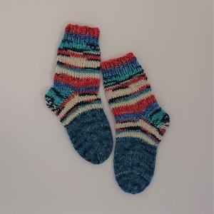 Gestrickte dickere Socken für Kinder, Gr. 26/27 aus 6 fach Sockenwolle, Wollsocken, Kuschelsocken, handgestrickt von la piccola Antonella  - Handarbeit kaufen