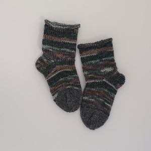 Gestrickte dickere Socken für Kinder, Gr. 24/25 aus 6 fach Sockenwolle, Wollsocken, Kuschelsocken, handgestrickt von la piccola Antonella   - Handarbeit kaufen