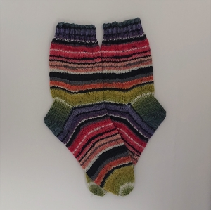 Gestrickte bunte Streifen Socken , Gr. 38/39, Wollsocken, Kuschelsocken, handgestrickt, la piccola Antonella