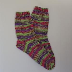 Gestrickte Socken in hellgrün pink lila, Gr. 40/41, Wollsocken, Kuschelsocken, handgestrickt, la piccola Antonella - Handarbeit kaufen