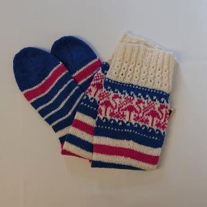 Gestrickte Socken mit Flamingos und langem Schaft, Gr. 38/39, Wollsocken, Kuschelsocken, handgestrickt von la piccola Antonella  - Handarbeit kaufen