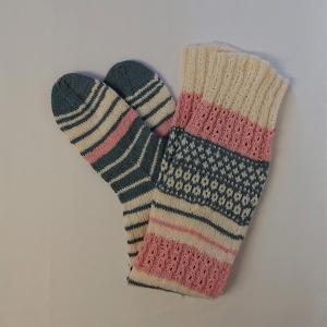 Gestrickte Socken, Kniestrümpfe mit Zopfmuster und Einstrickmuster, Gr. 38/39, Wollsocken, Kuschelsocken, handgestrickt von la piccola Antonella  - Handarbeit kaufen