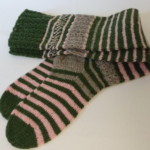 Gestrickte Socken, Kniestrümpfe mit Zopfmuster, Gr. 38/39, Wollsocken, Kuschelsocken, handgestrickt von la piccola Antonella   - Handarbeit kaufen