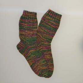 Gestrickte Socken in grün lila pink gelb, Gr. 40/41, Wollsocken, Kuschelsocken, handgestrickt, la piccola Antonella - Handarbeit kaufen