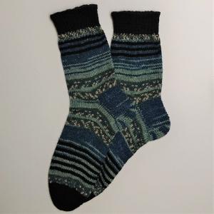 Gestrickte Socken für den Mann in blau grau schwarz, Gr. 44/45 aus 6 fädiger Sockenwolle, Wollsocken, Kuschelsocken, handgestrickt von la piccola Antonella