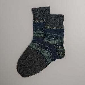 Gestrickte dickere Socken in blau grau, Gr. 42/43 aus 6 fädiger Sockenwolle, Wollsocken, Kuschelsocken, handgestrickt von la piccola Antonella