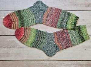 Gestrickte Socken mit bunten Streifen in pastell und Glitzer, Gr. 38/39, Stricksocken, Kuschelsocken, handgestrickt von  la piccola Antonella