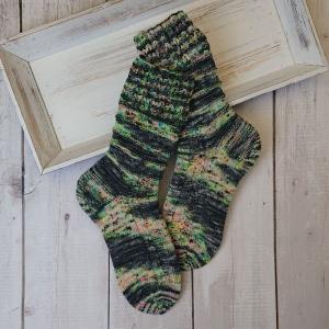 Gestrickte Socken in pastelligen Tönen, Gr. 38/39, Stricksocken, Kuschelsocken, handgestrickt von  la piccola Antonella
