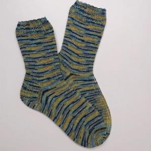 Gestrickte Socken für den Mann in türkis blau grün gelb, Gr. 42/43, Wollsocken, Kuschelsocken, handgestrickt, la piccola Antonella  - Handarbeit kaufen