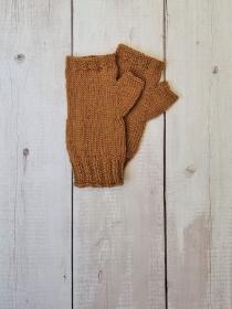 Gestrickte Arm Stulpen mit Daumen in bernstein, Fingerlose Handschuhe, Pulswärmer, Gr. M, handgestrickt von la piccola Antonella  - Handarbeit kaufen