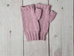 Gestrickte Arm Stulpen mit Daumen in rosa, Fingerlose Handschuhe, Pulswärmer, Gr. M, handgestrickt von la piccola Antonella  - Handarbeit kaufen