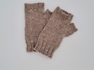 Gestrickte Arm Stulpen mit Daumen in beige, Fingerlose Handschuhe, Pulswärmer, Gr. M, handgestrickt von la piccola Antonella  - Handarbeit kaufen