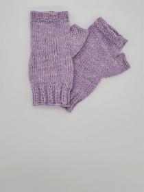 Gestrickte Arm Stulpen mit Daumen in flieder, Fingerlose Handschuhe, Pulswärmer, Gr. M, handgestrickt von la piccola Antonella   - Handarbeit kaufen