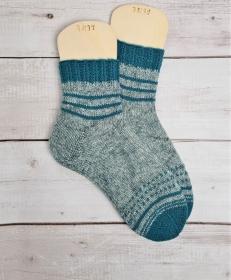 Gestrickte Socken mit Ringeln in grau smaragd, Gr. 38/39, Stricksocken, Kuschelsocken, handgestrickt von  la piccola Antonella   - Handarbeit kaufen